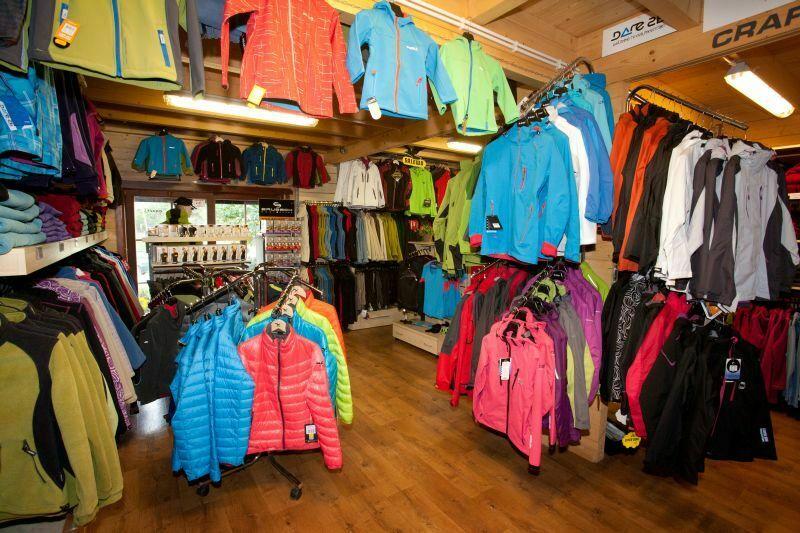 nasz sklep stacjonarny z polarami i odzieżą softshell - zdj 01